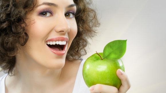 Яблука руйнують зуби?!