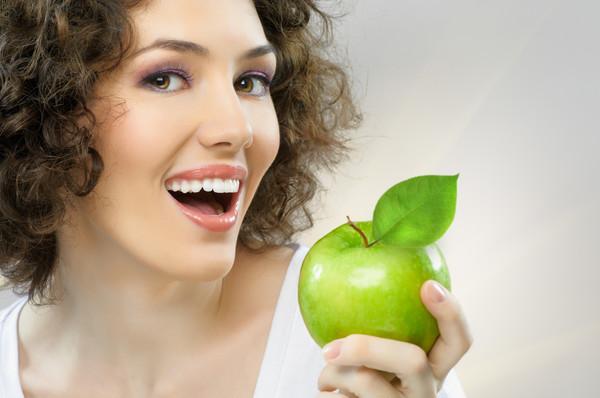 Яблоки разрушают зубы ?!